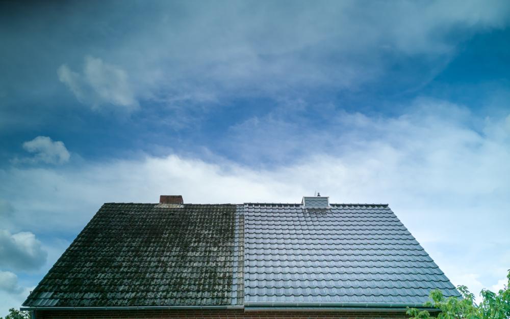 étapes de démoussage toiture